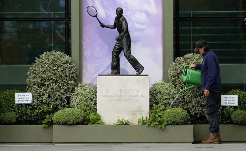 Wimbledon 2020 debió comenzar este lunes. En cambio, fue un día cualquiera. El torneo se canceló por primera vez desde la Segunda Guerra Mundial. (Foto: AP)
