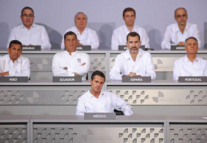 Peña Nieto funge como anfitrión de la XXIV Cumbre Iberoamericana en un momento delicado para México en cuestiones de seguridad. (AP)