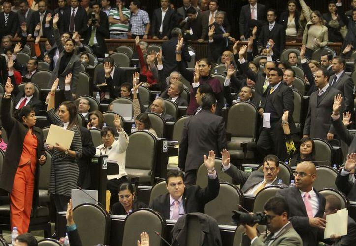 Diputados federales rechazan la propuesta de Peña Nieto de que el Inmujeres y la CDI perdieran su autonomía. (Notimex)