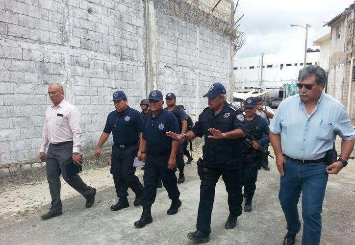 El secretario de Seguridad Pública del estado, Carlos Bibiano Villa Castillo realizó recorridos por el penal en compañía del nuevo director, Manuel Virgilio Morales. (Twitter/ @gralbvilla)
