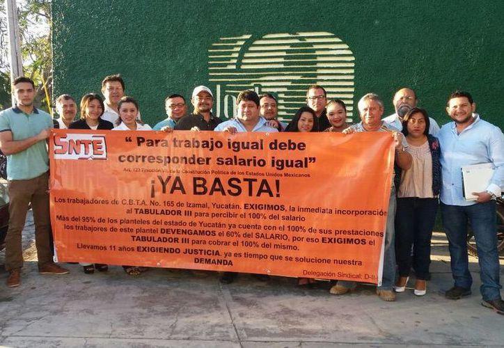 Los trabajadores exigen el ingreso al tabulador III educativo, para obtener ingresos igualitarios a las demás escuelas del estado.(SIPSE.com)