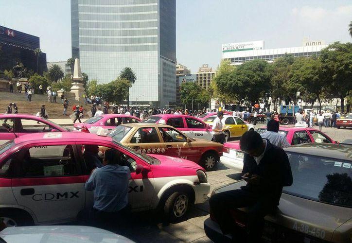 Miles de taxistas participaron en la marcha. (Tomás Álvarez/SIPSE)