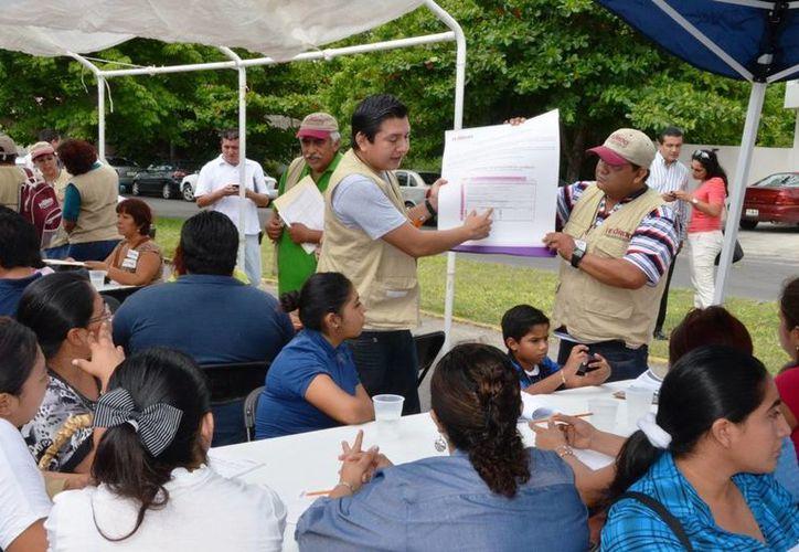Los participantes fueron amas de casas y trabajadores del sector público. (Harold Alcocer/SIPSE)