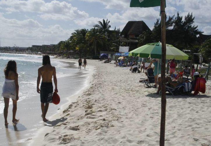 La arena es llevada de manera natural por el agua. (Octavio Martínez/SIPSE)