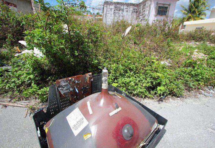 Anuncian en Cozumel recolección de aparatos electrónicos inservibles. (Gustavo Villegas/SIPSE)