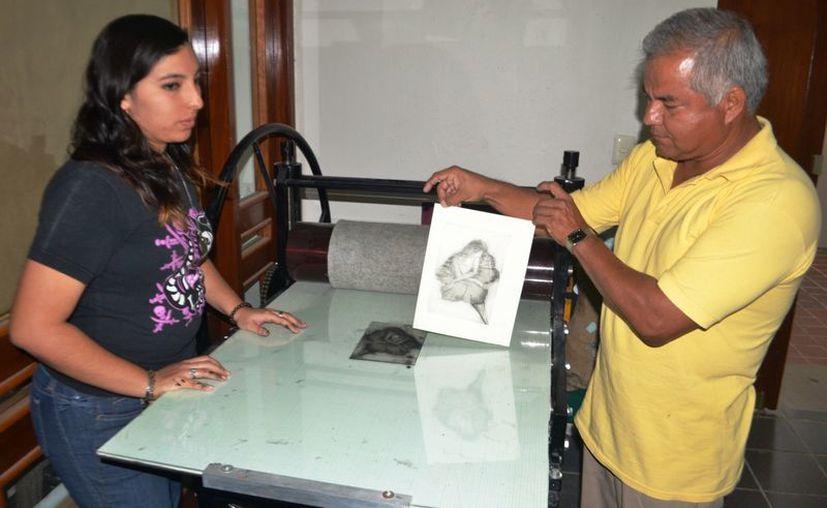 El primer taller de grabado, semestralmente beneficia a un promedio de 30 artistas de la región. (Jorge Carrillo/SIPSE)