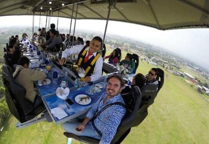 El concepto del restaurante incluye a 22 comensales elevados a más de 45 metros. (Novedades Yucatán)