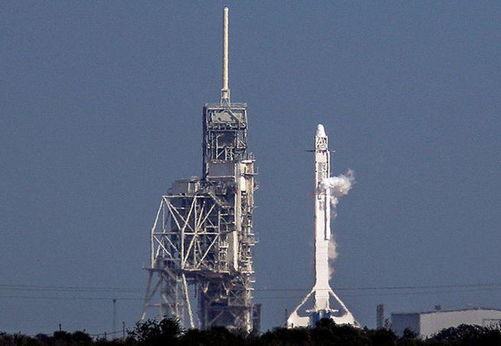 La compañía de Elon Musk recicla los cohetes para salvar propulsores y otros componentes. (RT)