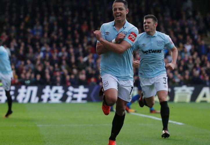 Chicharito abrió el marcador anotando su cuarto gol de la temporada . (Marca)