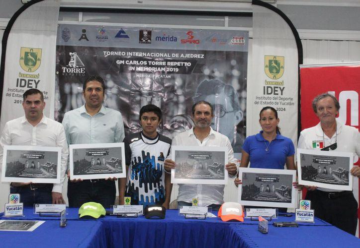 Los organizadores presentaron el cartel oficial. (Novedades Yucatán)