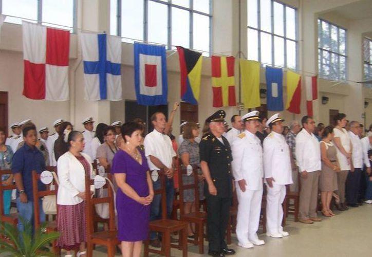 El relevo de funciones se llevó a cabo ayer en la Base Aeronaval de Chetumal. (Samuel Caamal/SIPSE)