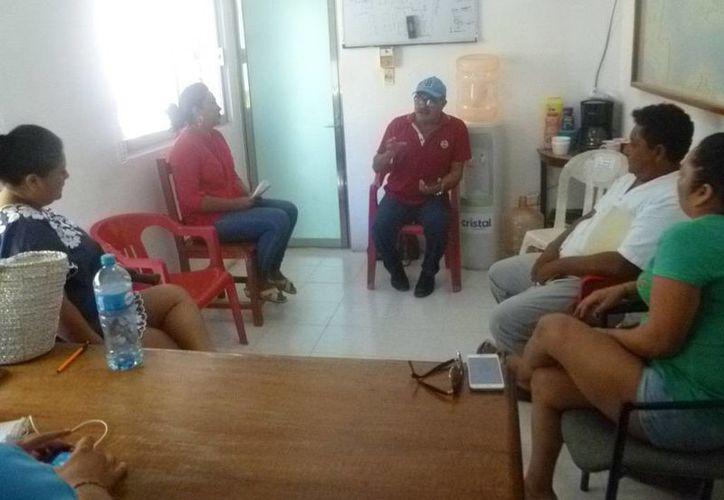 Las autoridades se reunieron para acordar las medidas que tomarán. (Raúl Balam/SIPSE)