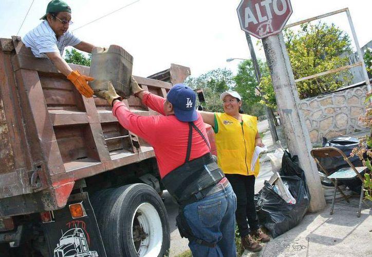 La descacharrización comenzó en comisarías de Mérida, donde continuará toda esta semana. El próximo fin de semana se realizará en colonias de la ciiudad. (SIPSE)