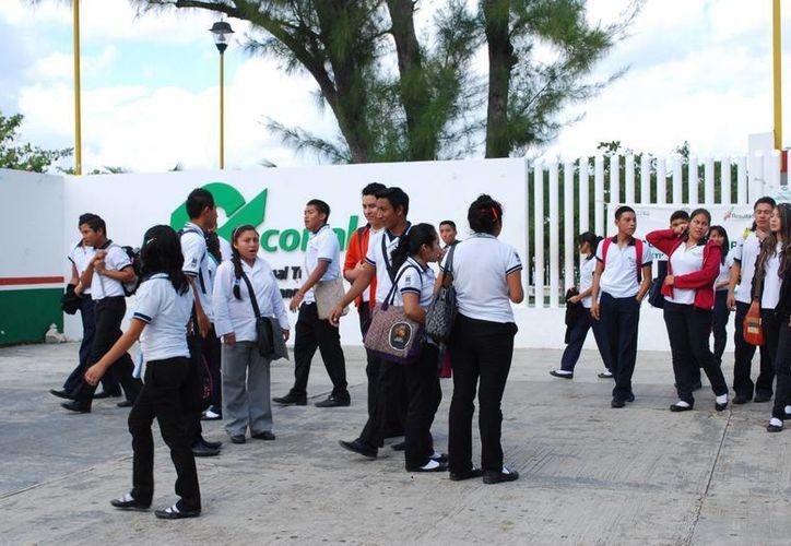 La directora Pamar dijo que están en vías de un convenio con el Conalep. (Tomás Álvarez/SIPSE)