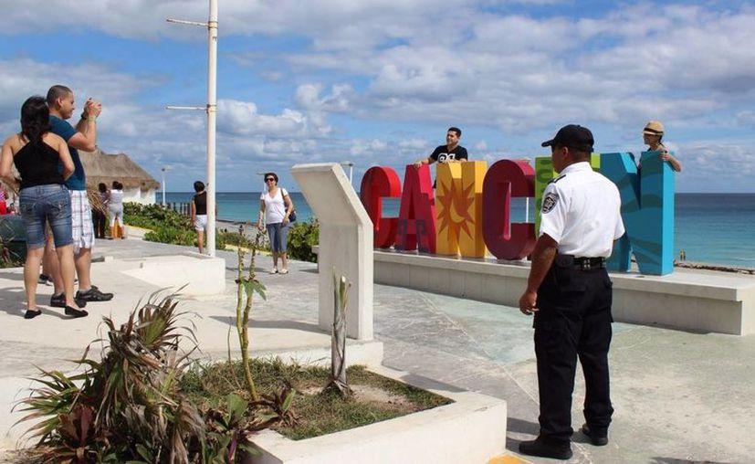 Elementos de seguridad resguardan la zona de playas (Redacción)