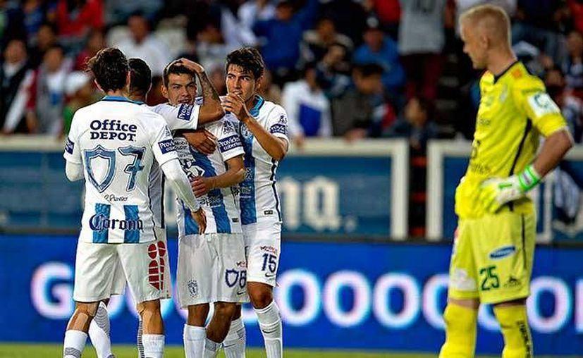 Sin 'campeonitis', Pachuca logró la victoria con doblete incluido de Hirving Lozano para humillar 5-1 al León. (Mexsport)
