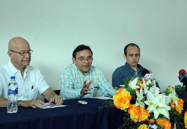 El presidente de la Asociación de Médicos Católicos de la Arquidiócesis de Yucatán, Víctor Pinto, explicó en qué consiste la iniciativa de Voluntad Anticipada que presentarán al Congreso del Estado y que se refiere a los pacientes terminales. (SIPSE)