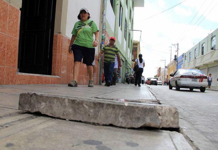 En muchos lugares aún hay aceras, calles y rampas para discapacitados mal construidas. (SIPSE)