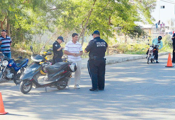Operativo, verificación de vehículos en el municipio de Bacalar