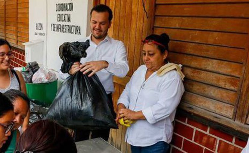 """El ayuntamiento implementó el programa """"Reciclando por la Educación"""". (Redacción/SIPSE)."""