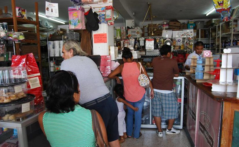 Las papelerías también han visto un incremento en sus ventas, pese al conflicto magisterial. (Tomás Álvarez/SIPSE)