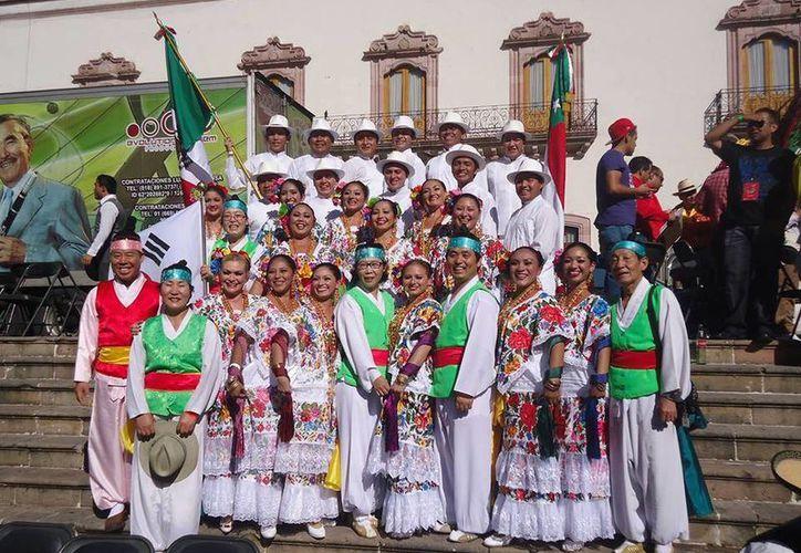 Los yucatecos continuarán sus presentaciones este sábado en la Plaza de Armas del Centro Histórico. (Milenio Novedades)