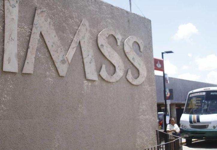 En el mes de noviembre todos los pensionados del país ya no tendrán que realizar la gestión de de la supervivencia ante el IMSS. (César González/SIPSE)