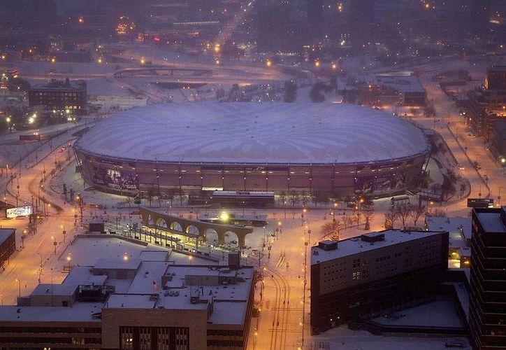 El estadio Metrodome, cuyo techo fue desinflado para siempre ayer, fue inaugurado en 1982, y fue la sede de los Vikings y de los Mellizos.