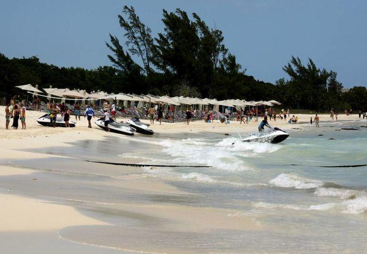 """La llegada de la """"temporada alta"""" ha empezado a sentirse en Playa del Carmen, en las actividades turísticas. (Adrián Monroy/SIPSE)"""