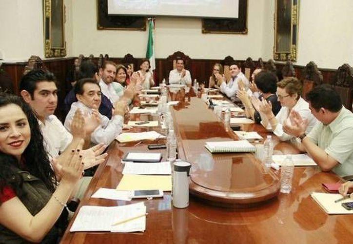 El Cabildo de Mérida aprobó por unanimidad la propuesta del alcalde Mauricio Vila para que los empleados del Ayuntamiento cuenten con Infonavit. (twitter.com/AyuntaMerida)