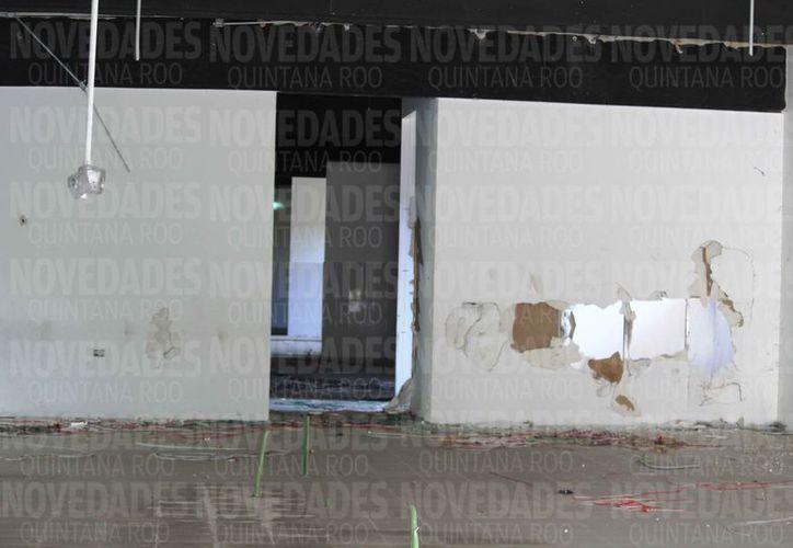 Se robaron el cableado, ventanas, protectores metálicos, puertas, entre otras cosas. (Octavio Martínez/SIPSE)