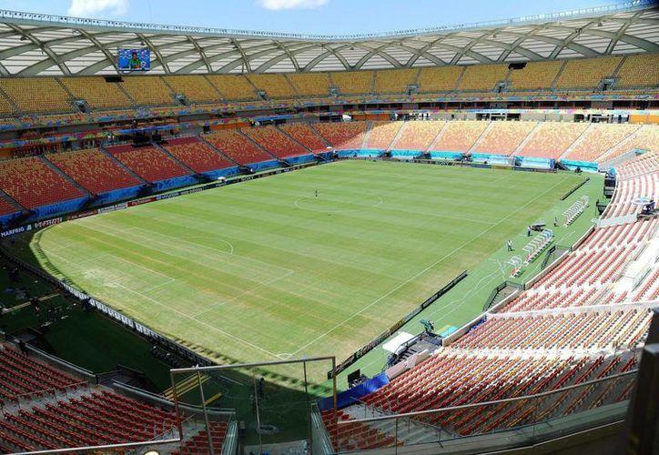 Vista general del estadio Arena Amazonia en Manaos, Brasil. Las autoridades revisaron durante 17 horas la zona debido a una supuesta amenaza de bomba. (EFE/Archivo)