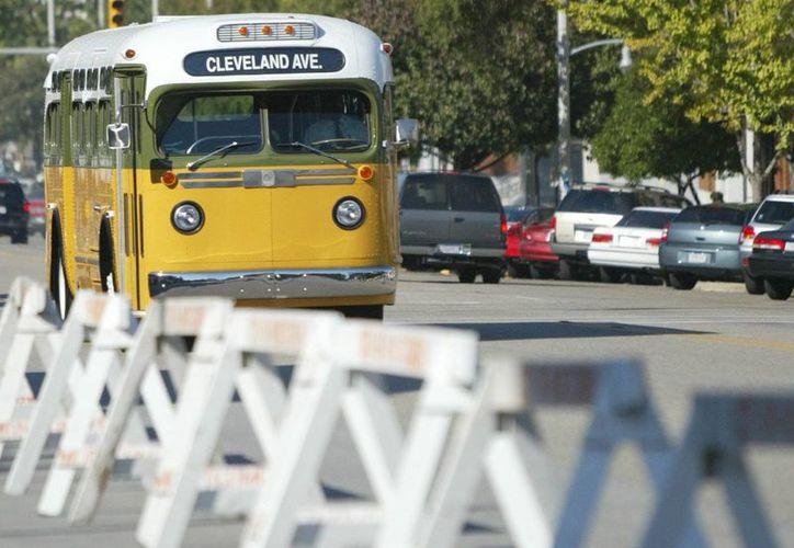 Imagen de un autobús perteneciente a las unidades de Dexter Ave. en honor de Rosa L. Parks en Montgomery, Alabama. (Agencias)
