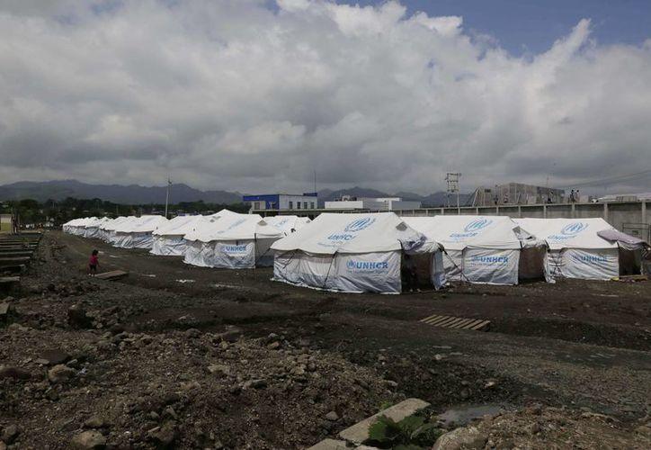 De acuerdo con cifras oficiales, unas siete mil 500 familias ecuatorianas resultaron afectadas por el terremoto del 16 de abril. (AP)