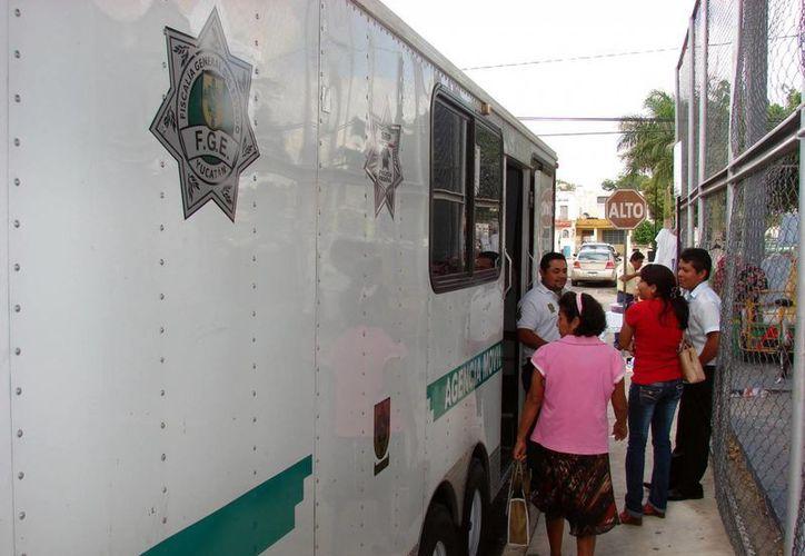 Durante unas cinco horas, la Fiscalía (foto) y otras instituciones proporcionaron apoyos a la ciudadanía. (SIPSE)
