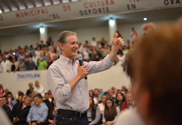 Alfredo del Mezo sostuvo que cuenta con el respaldo de 26 mil delegados priistas que lo eligieron para buscar la gubernatura del Estado de México. (facebook.com/AlfredoDelMazoMx)