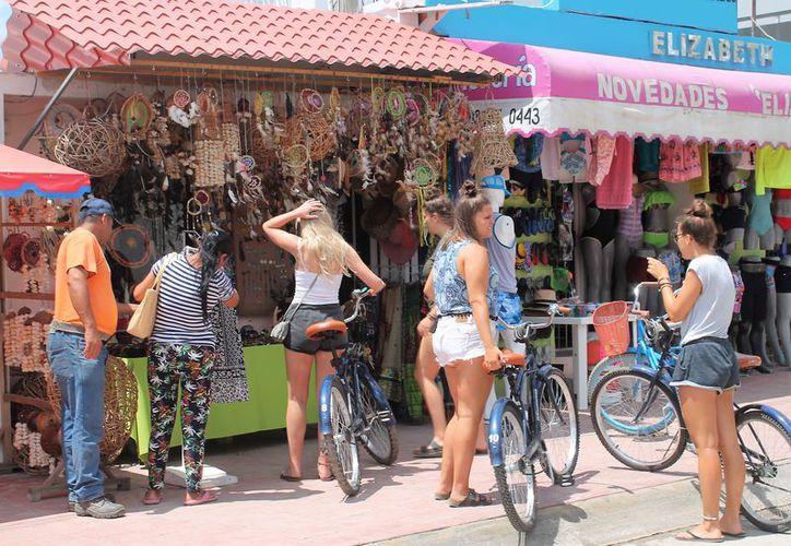 Los turistas de origen extranjero propician nuevos negocios en el Pueblo Mágico. (Javier Ortiz/SIPSE)
