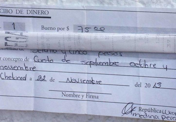Padres de familia aseguran que la escuela condiciona la entrega de documentos a cambio de las cuotas voluntarias. (Harold Alcocer/SIPSE)