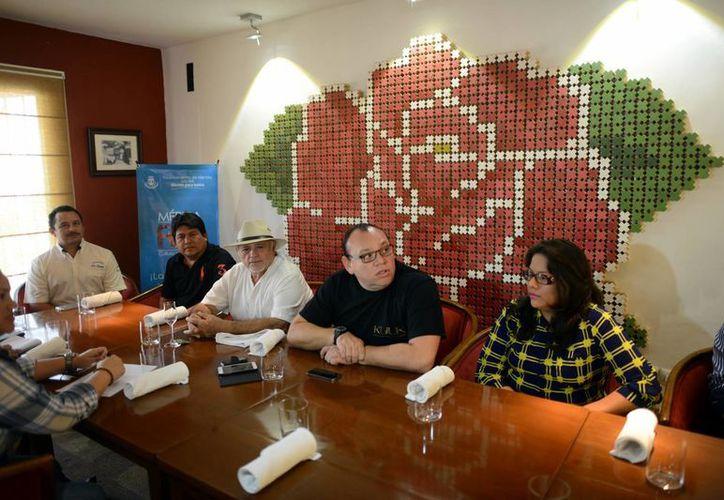 """Chefs presentaron """"Las Jornadas Gastronómicas y Verbena Popular"""" que se llevará a cabo hoy jueves en el Remate del Paseo Montejo. (Milenio Novedades)"""