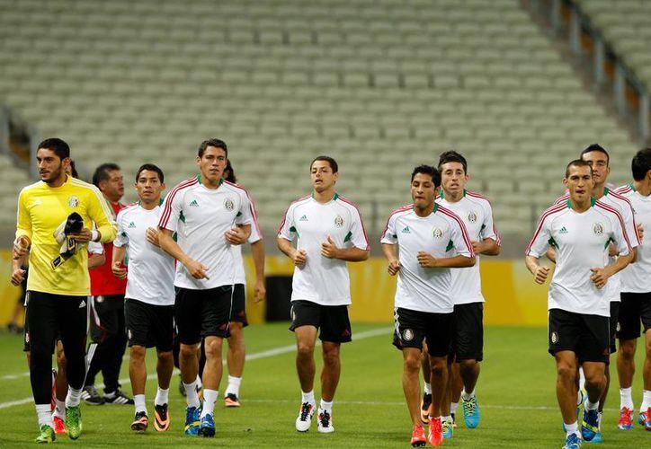 El equipo mexicano trabajo en el estadio Castelao bajo la direccion de 'Chepo' de la Torre. (Agencias)