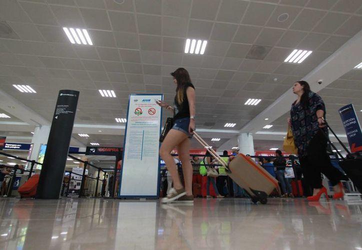 Los trabajos en el aeropuerto concluirán entre noviembre y diciembre próximo. (Israel Leal/SIPSE)