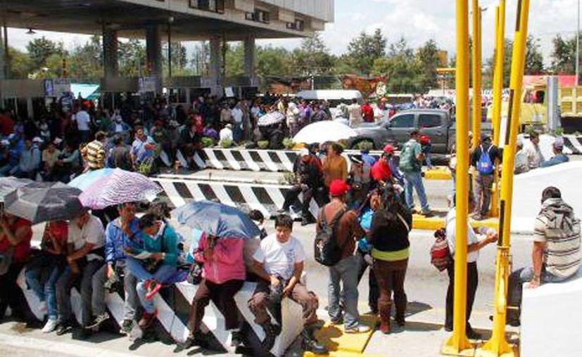Los profesores de la CNTE han afectado las autopistas y carreteras en diferentes puntos del país. (Archivo SIPSE)