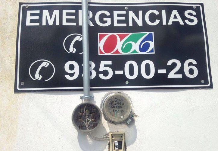Personal de la CFE colocó un 'candado' en el medidor para evitar que se siga robando la energía eléctrica. (Gerardo Keb/Milenio Novedades)