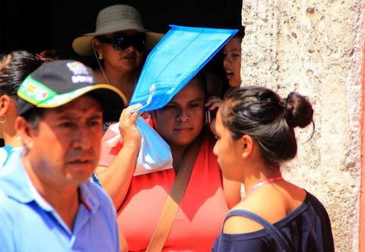 """Ayer, los meridanos y turistas tuvieron que lidiar con un ambiente """"bochornoso"""" de la capital yucateca. (SIPSE)"""