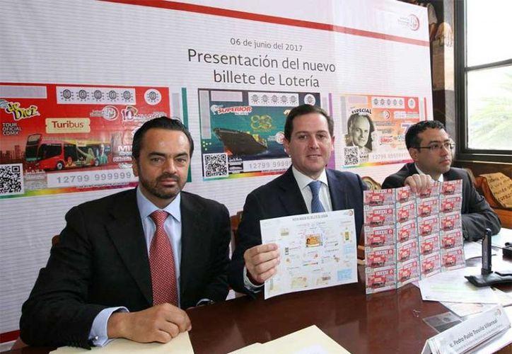 Pedro Pablo Treviño Villarreal, presentó la nueva imagen y medidas de seguridad del billete de Lotería. (Excelsior)