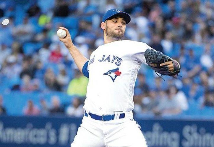 Marco Estrada trabajó seis entradas completas de cuatro imparables, tres carreras, cuatro bases por bolas y ocho ponches.(AP)