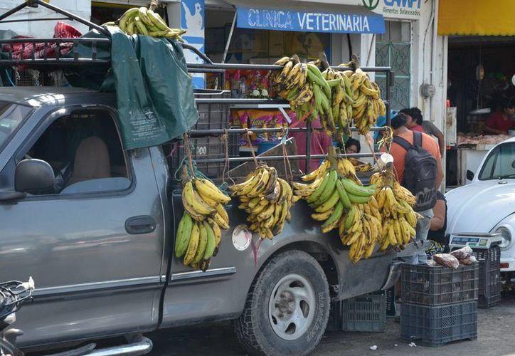 Una de las peticiones que realizaron los comerciantes de hortalizas, frutas y verduras es la creación de un centro de abasto. (Gerardo Amaro/SIPSE)