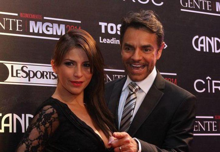 Derbez con su esposa Alessandra Rosaldo, con quien vive en Los Angeles para trabajar en nuevos proyectos. (Notimex/Foto de archivo)