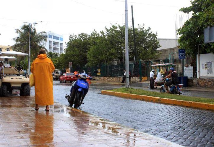 Las lluvias permanecerán durante las próximas 48 horas. (Lanrry Parra/SIPSE).