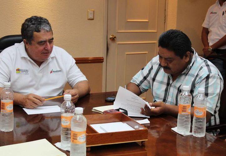 La entrega del recurso se realizó en la Sala de Juntas de la Secretaría de Gobierno. (Redacción/SIPSE)